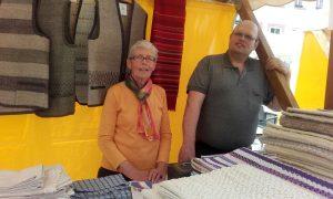 Cilli und Klemens Doblander am Wochenmarkt in St. Johann in Tirol am 27.05.2016